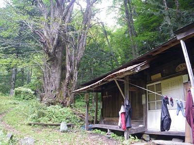 岩魚留小屋