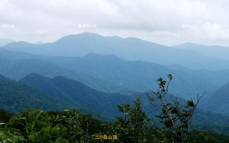 二ツ森山頂から2、藤里駒ヶ岳と森吉山