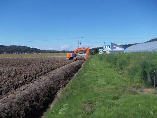 20150916_排水路畔盛り工事始まる