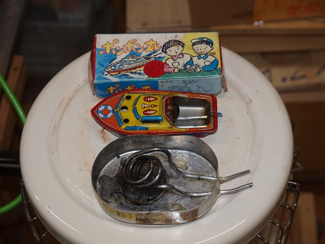 P9020018 弁当箱ポンポン船