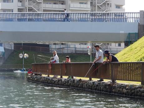 PA180615 釣り人