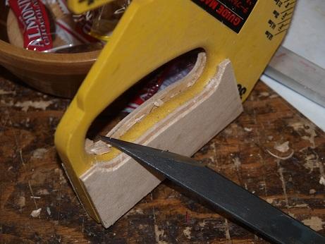 PB070011 ナイフで加工