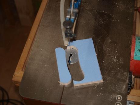 PB070007糸鋸でカット
