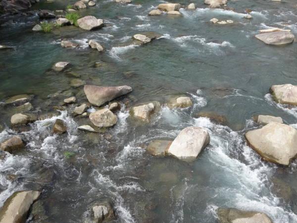 201509041435キャンプ場川底