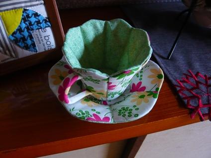 花柄ティーカップ