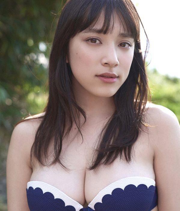 都丸紗也華 水着画像120枚と動画 ビキニから溢れるエロ爆乳a001.jpg