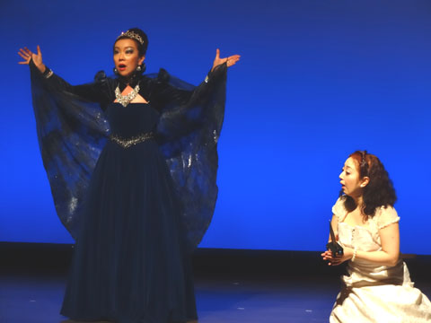 5MwithH さんのオペラ魔笛の舞台、 ヘアセットとメイクやりました。