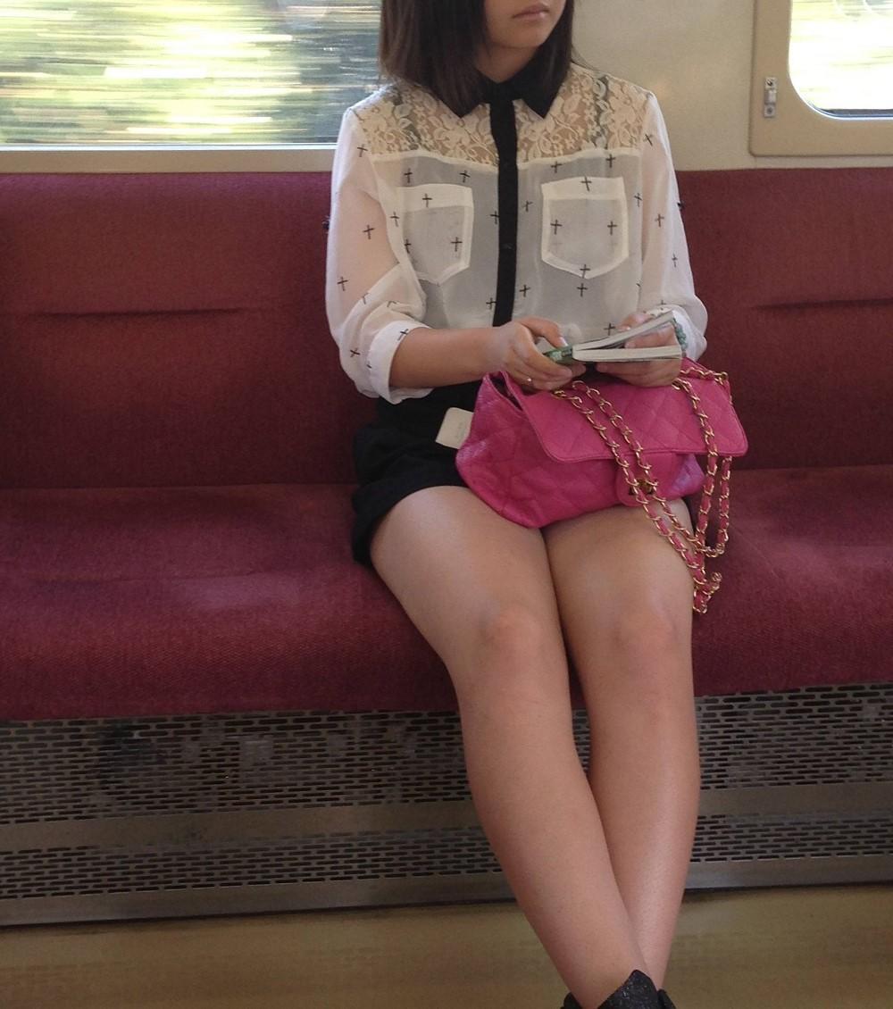 電車チラリ5