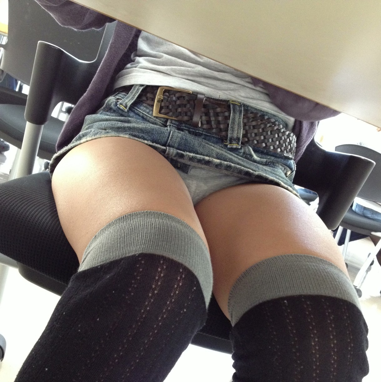 机の下を覗いてごらん13