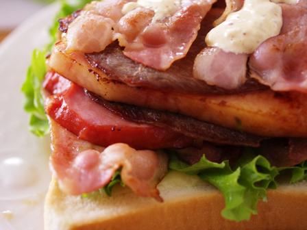 男の子も喜ぶまろやかスパイシーチーズとトリプル肉の焼きサンドイッチ東京ごはん映画祭投稿05