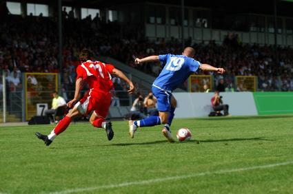 『足裏と腕の使い方ひとつでサッカーの瞬発力・スピードアップ!?』
