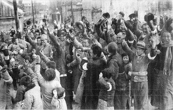 南京市民に歓迎される日本軍