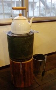 火鉢とホットストーン・姫川薬石