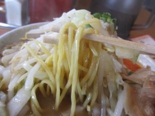 とらまる 越後ブタソバ 麺