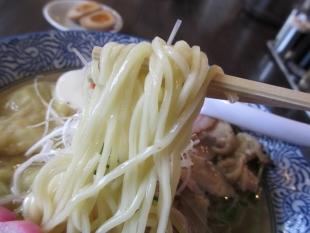 ふじの新津 塩雲呑ソバ 麺