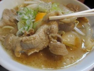 なおじ総本店 肉ソバ醤油 具 (2)