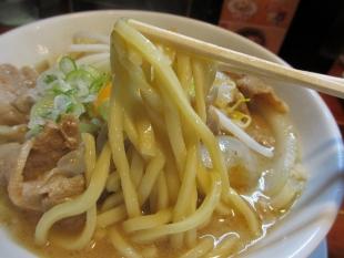 なおじ総本店 肉ソバ醤油 麺