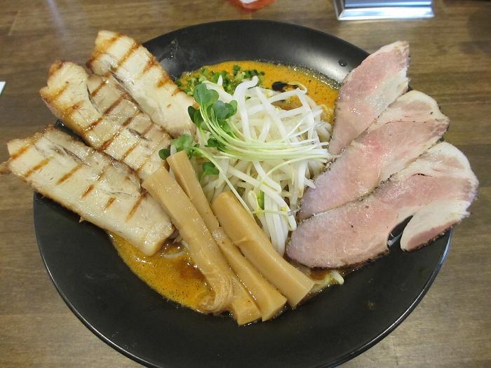 赤シャモジ新潟東 濃熟辛味噌チャーシュー麺