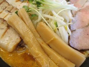 赤シャモジ新潟東 濃熟辛味噌チャーシュー麺 具