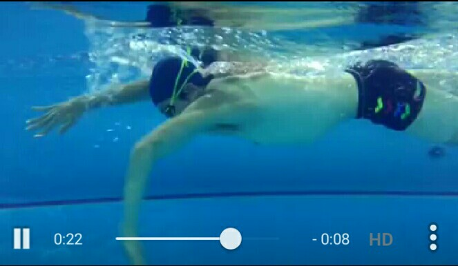 息子達をビビらせた背中と腕は「泳ぐ」だけでできたものw
