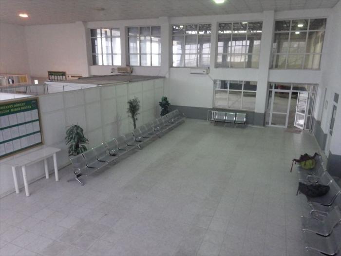 トルクメンバシフェリー待合 (3)