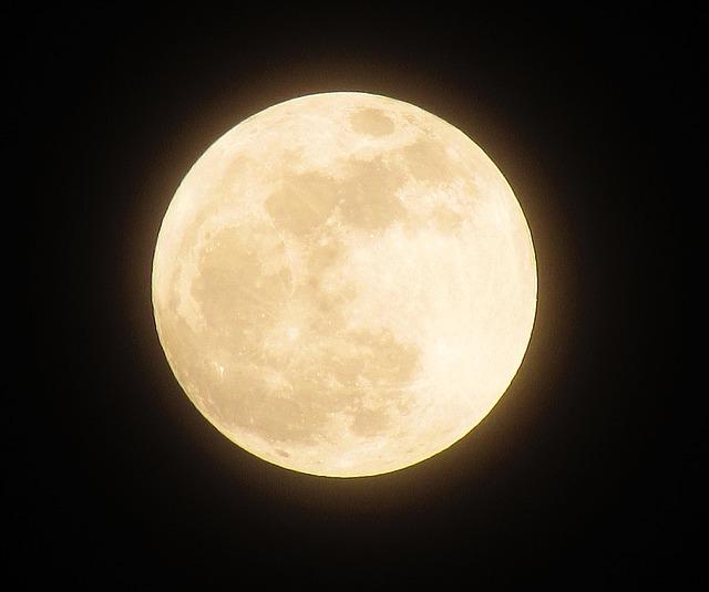 moon-1109746_640.jpg